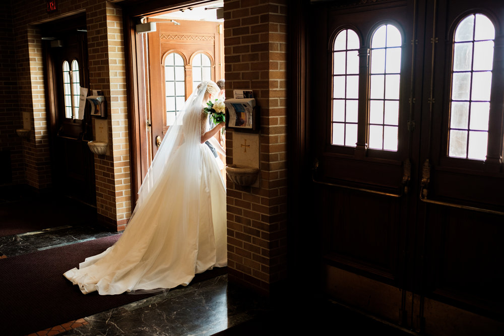 bride getting ready to walk down the aisle at the duluth cathedral