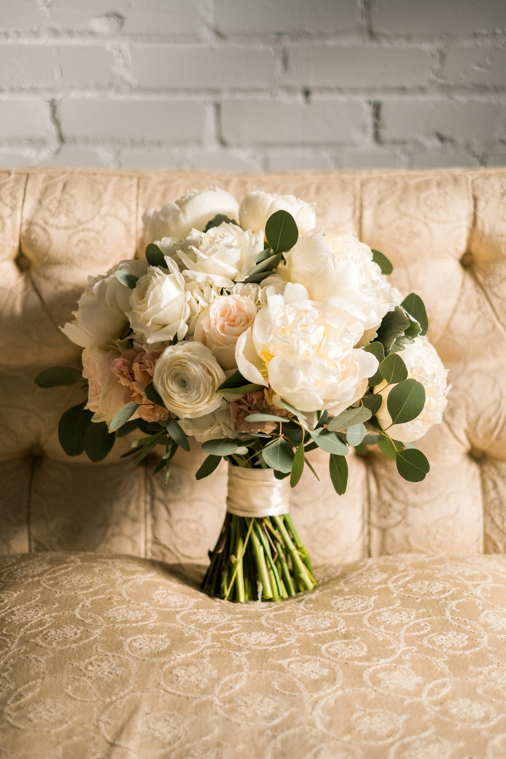 bloom designs by kate kuepers bride's bouquet