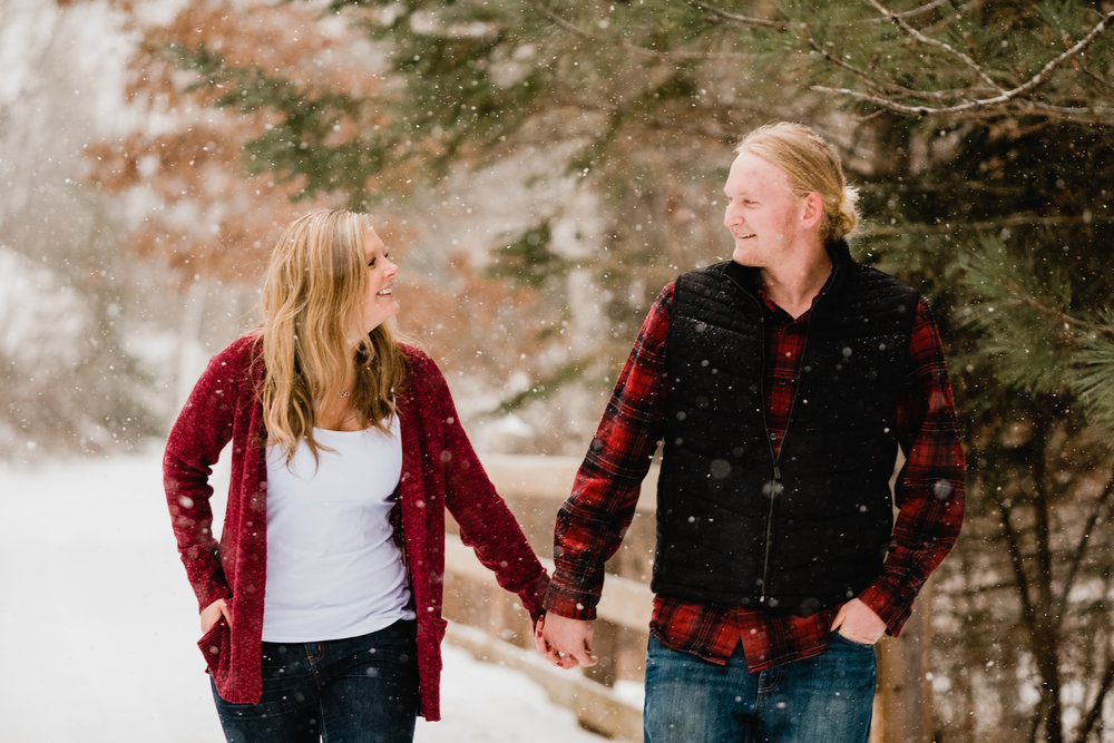 northern mn snowing engagement session