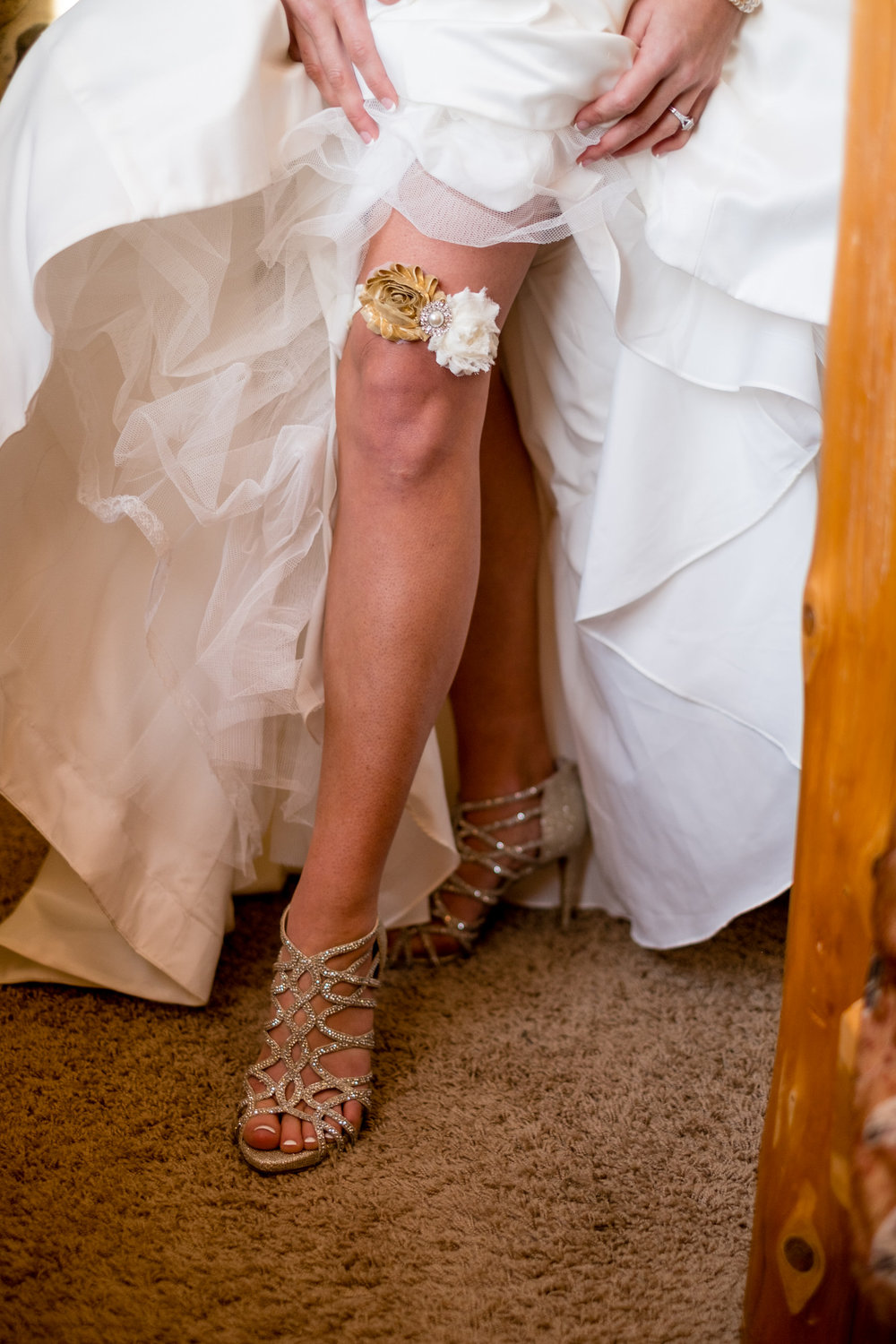 garter belt wedding photographer brainerd, mn