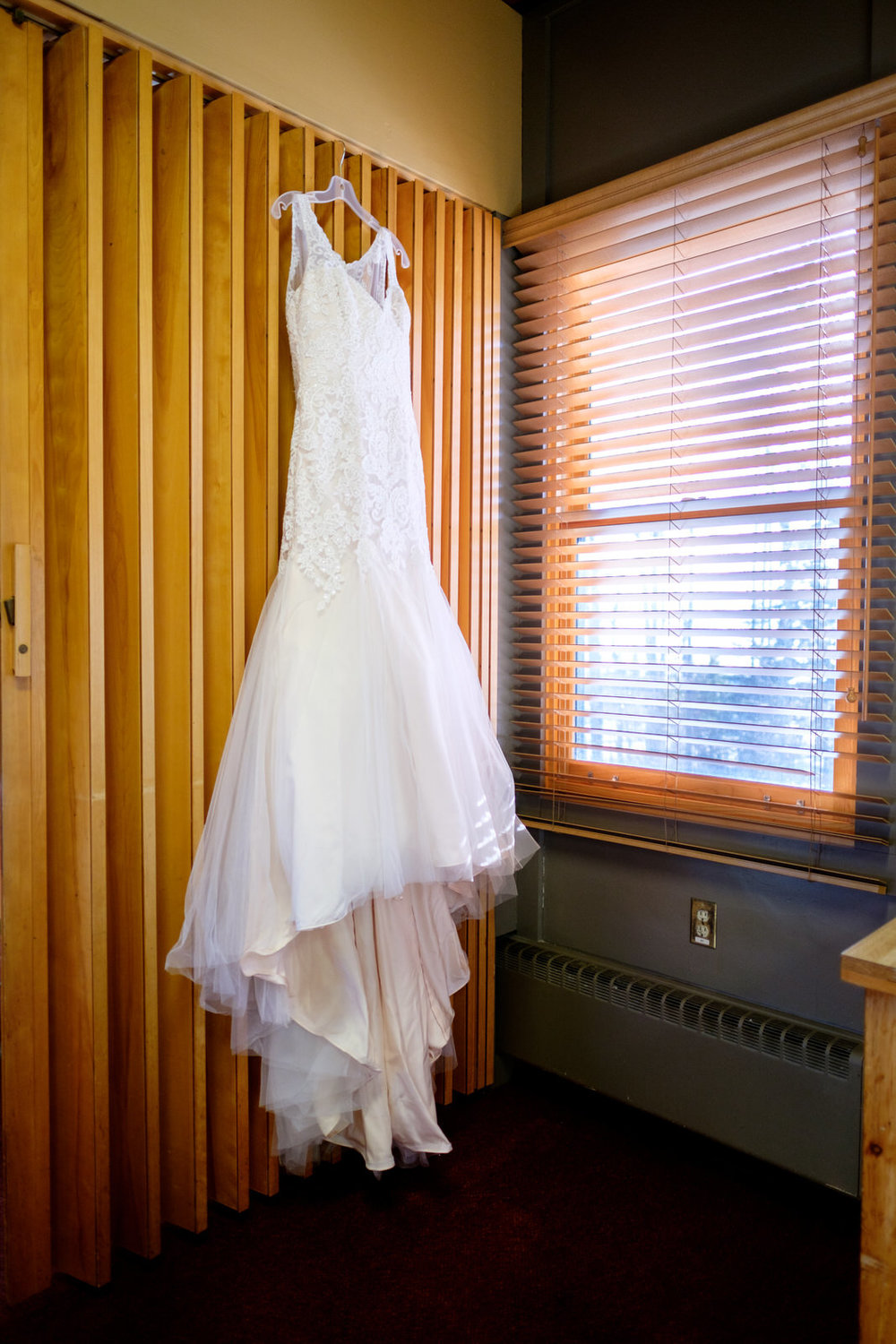 grand marais winter wedding at bethlehem lutheran church