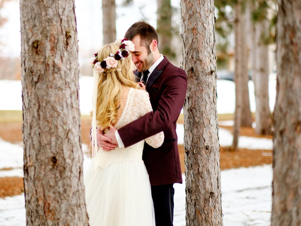 outdoor winter wedding in brainerd, mn