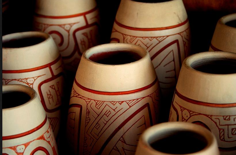 cerâmica Marajoara - Detalhe de Vasos - Fonte:http://www.marajoara.com/Ceramica.html
