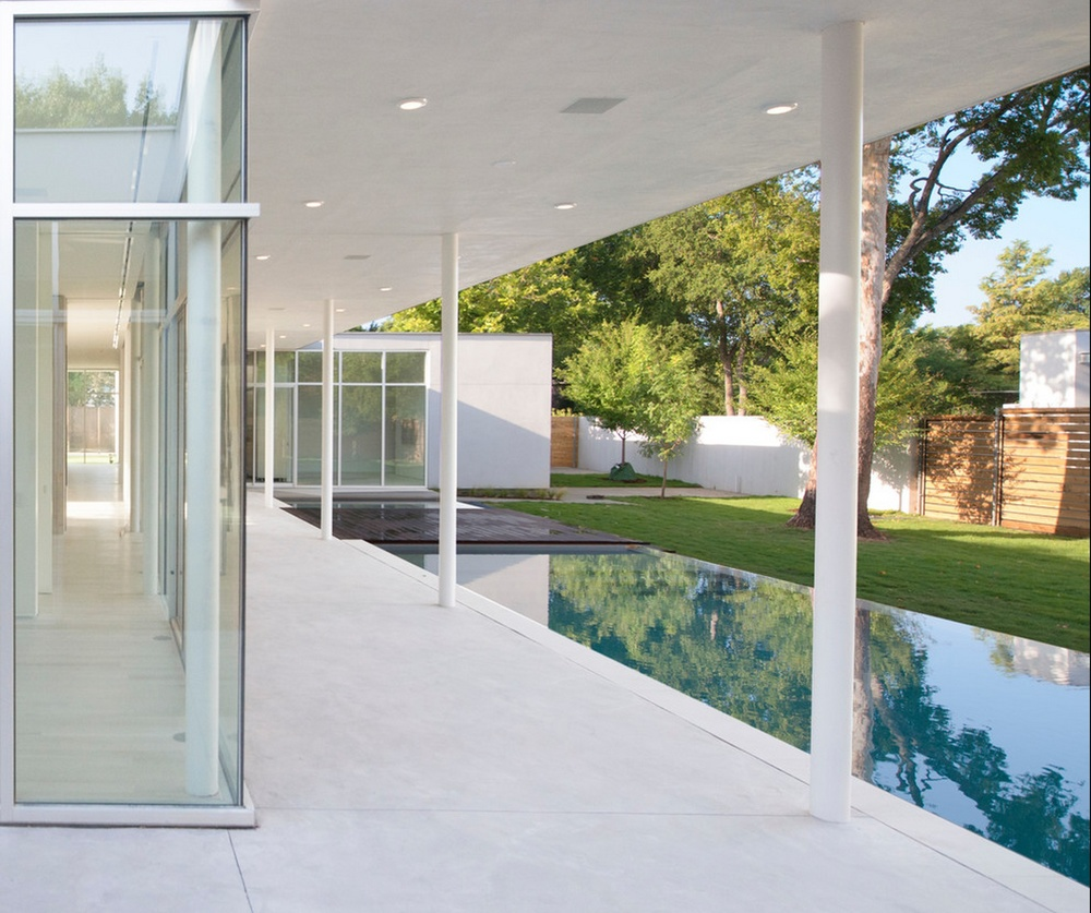 Houzz Tour: Modern Minimalism in a Multigenerational Home