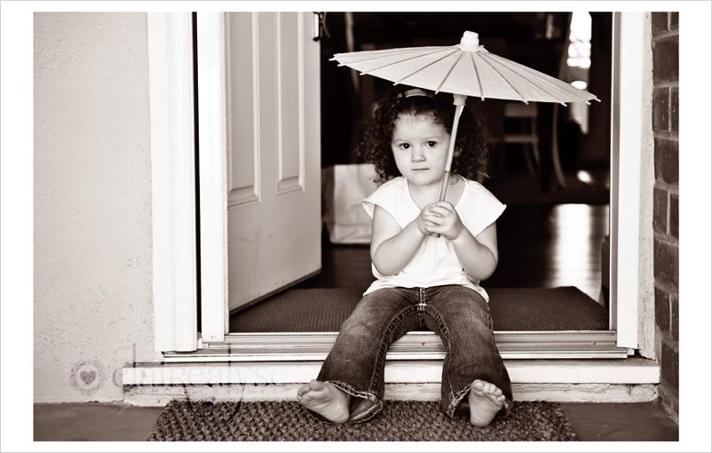 parasol toddler photographer