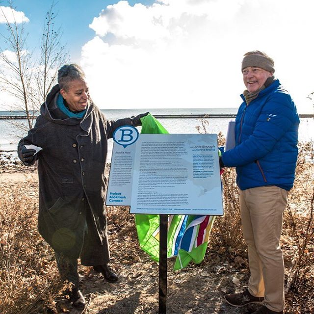 Author Dionne Brand and Don Oravec, Project Bookmark Board President, unveil Bookmark #22! The Bookmark includes a passage from her novel LOVE ENOUGH, bringing literature and place together on Toronto's lakeshore.  #bookmark22 #canadasliterarytrail #dionnebrand #loveenough #literatureinplace #projectbookmark #projectbookmarkcanada Photo credit: @lisasakulensky @lisasakulenskyphotography