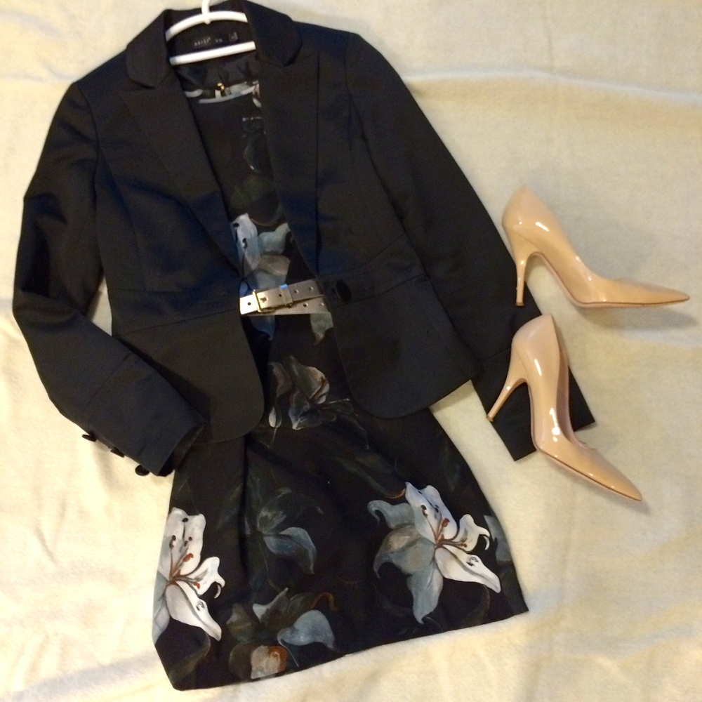 Long sleeve print dress   by Club Monaco.    Metallic belt   by J. Crew.    Nude patent heels   by Kate Spade.