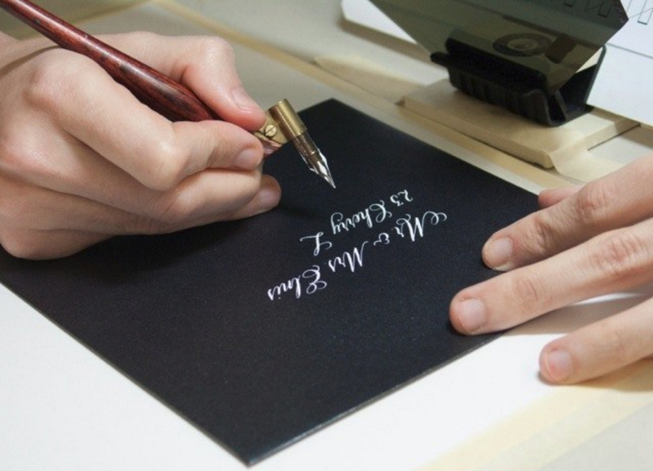 A pop up class I taught at the Calligraphy Society of Ottawa going over Copperplate and working with dark paper.   Be sure to support your local guild if you like meeting awesome people.