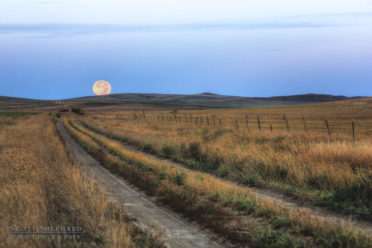 2013 10-04 Variation On A Harvest Moon by Watertown, South Dakota, photographer Scott Shephard