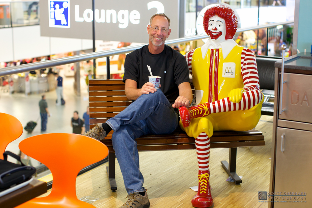Scott Shephard and Ronald McDonald in Schiphol Airport.jpg