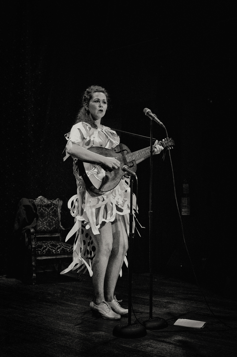 Mamie Minch performing in paper