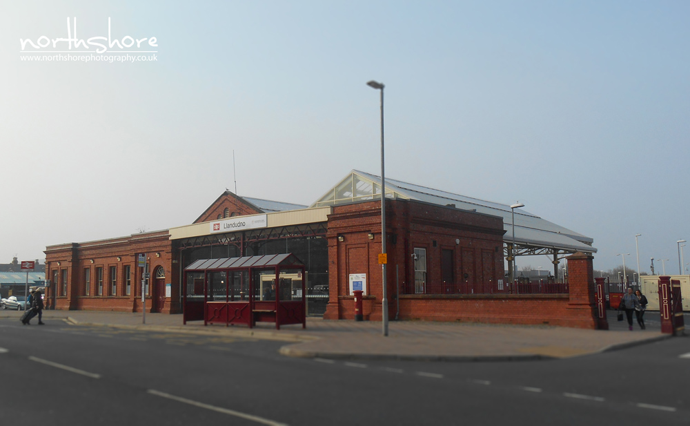 Llandudno-railway-station-picture.jpg