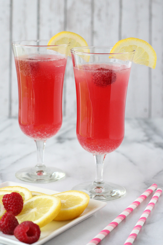 delicious-food-porn:Sparkling party punch| get in me