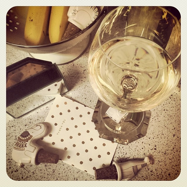 First glass of #wine in the new apt with my @jonathanadler wine stoppers and coasters thanks to @max_borchert #cheers !