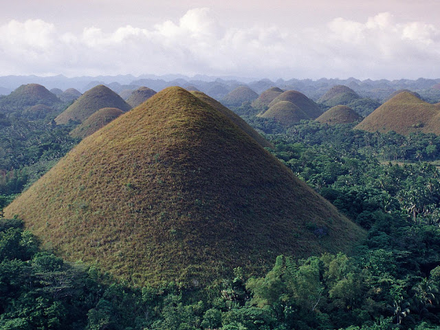 Chocolate+Hills+Philippines.jpg