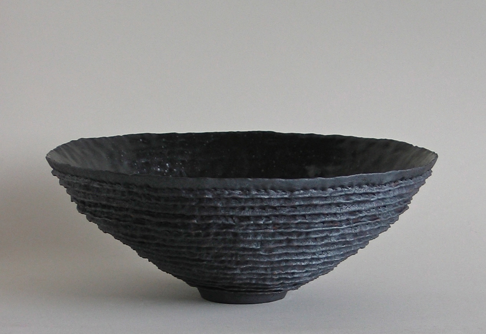 Black ribbed bowl