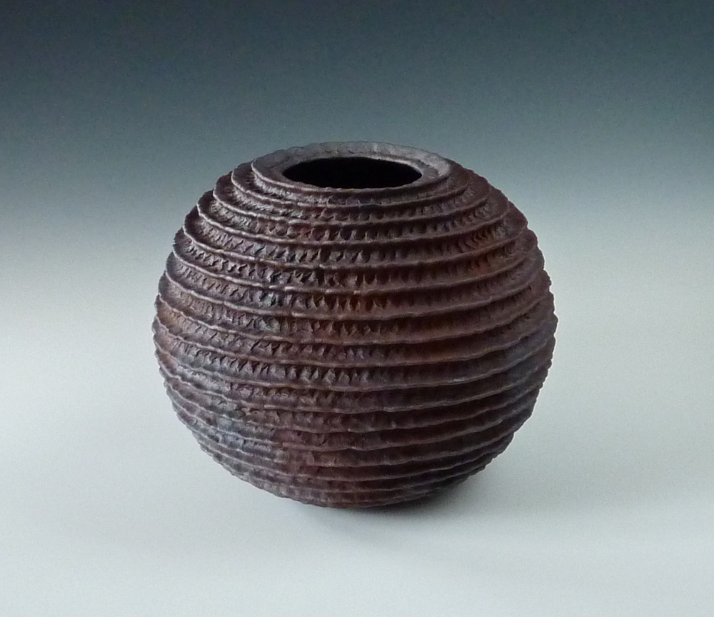 Ribbed sphere