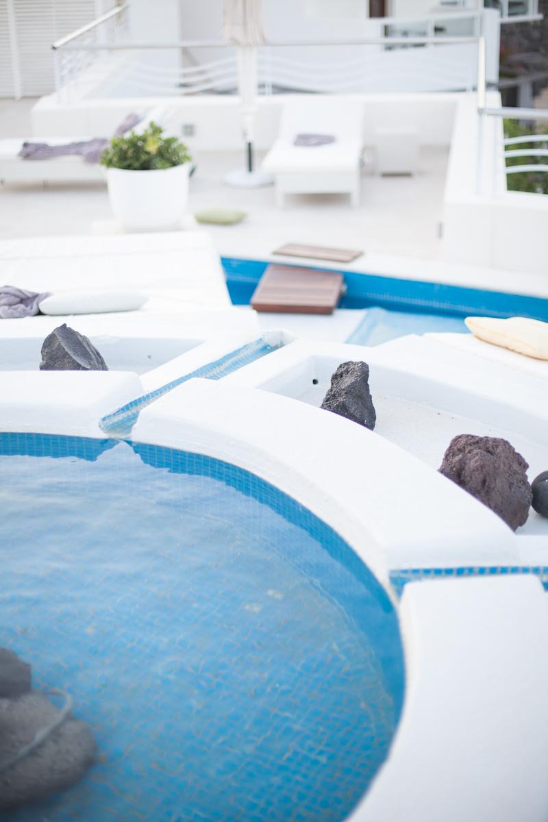 Fernwehosophy-Summer-Santorine-Travel-Destination-Wedding-Photographer-Sandra-Marusic (10).jpg