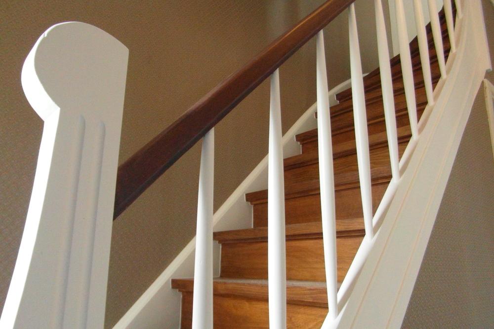 Renovatie van trappen schilderwerken meersman co - Renovatie houten trap ...