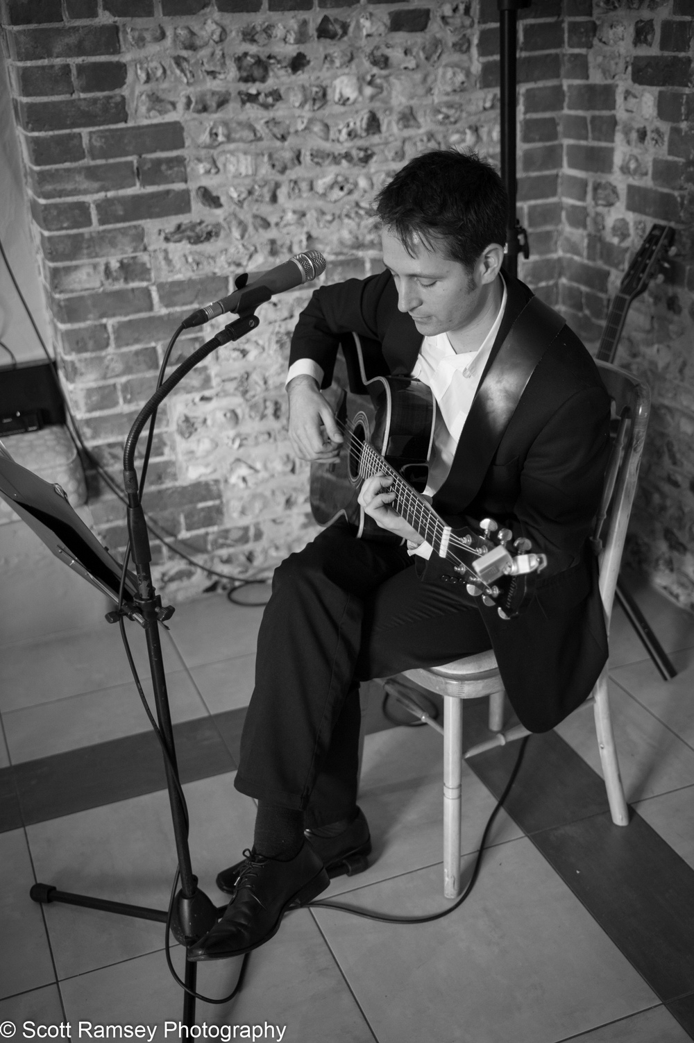 Wedding Upwaltham Barns Musician 15121207