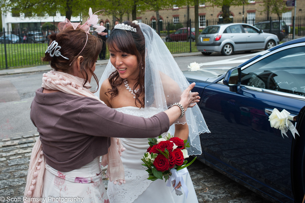 Portsmouth Registry Office Wedding Bride Welcomed 040513-05