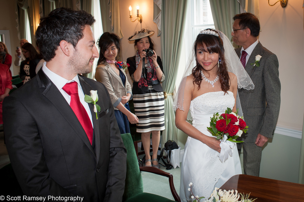 Portsmouth Registry Office Wedding Groom Sees Bride 040513-09