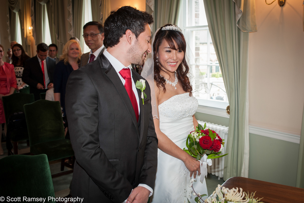 Portsmouth Registry Office Wedding Groom And Bride 040513-10