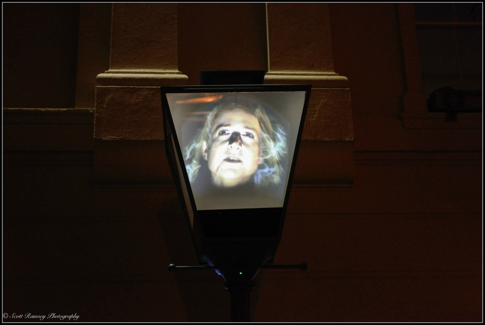 A seemingly normal street lamp comes alive as a woman tells a ghost story.