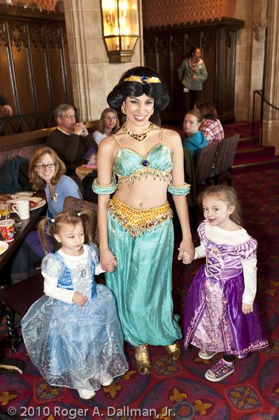 Jasmine visits the girls at breakfast in Orlando's DisneyWorld