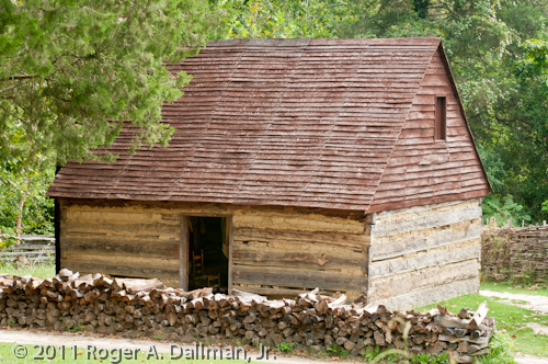 slave cabin in Williamsburg, Virginia