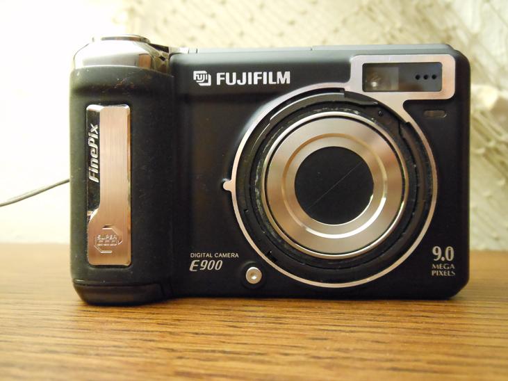 Fujifilm E900