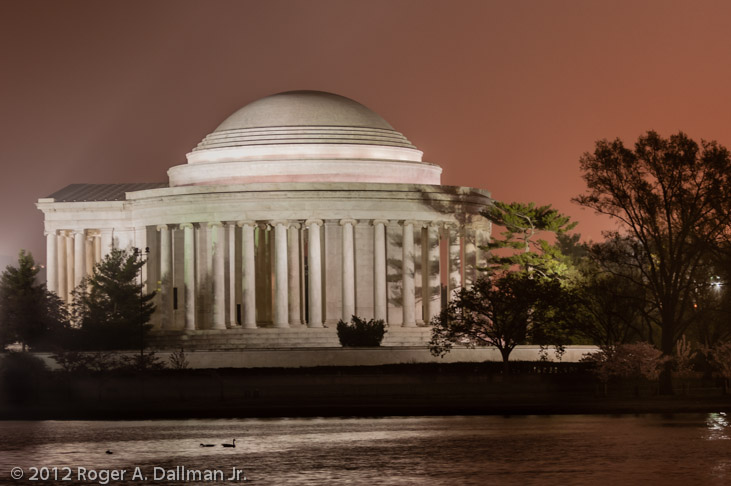 Lincoln Memorial, Washington, DC, photo of a foggy sunrise
