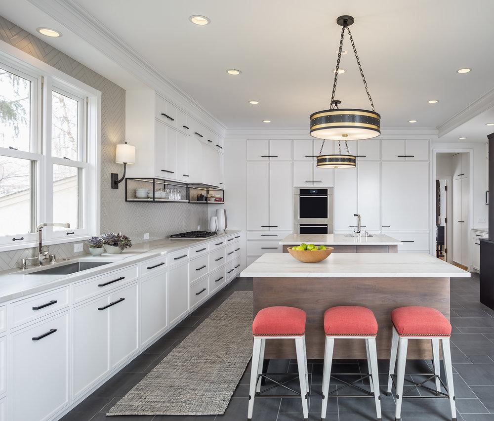 Kitchen_Straight_2018_11_15.jpg