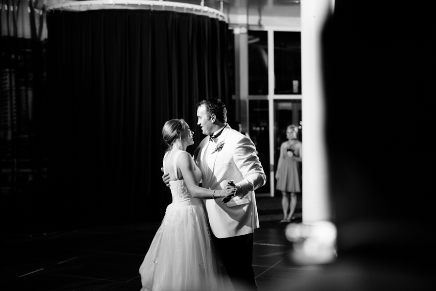 milwaukee_wedding_photography_at_old_st_mary's_pier_wisconsin_jared_claire-053.jpg