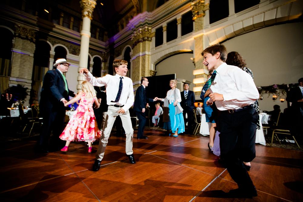 grain_exchange_wedding_milwaukee_photographers-094.jpg
