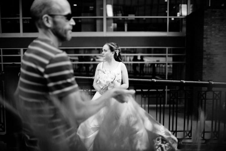 chicago_wedding_photography_at_gruen_gallery-035.jpg