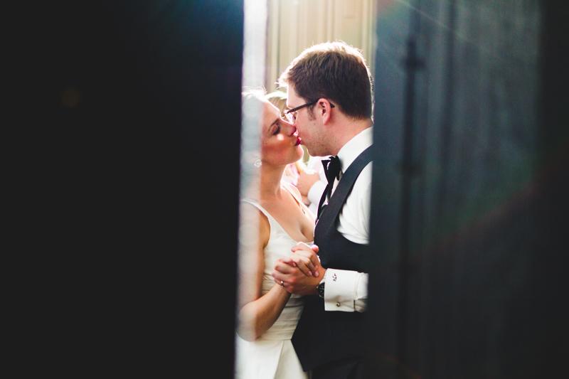kneeland-walker-house-and-university-club-wedding-milwaukee-005.jpg
