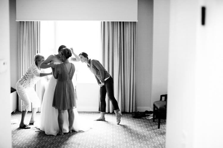 milwaukee-wedding-old-st-marys-pier-wisconsin-0003.jpg