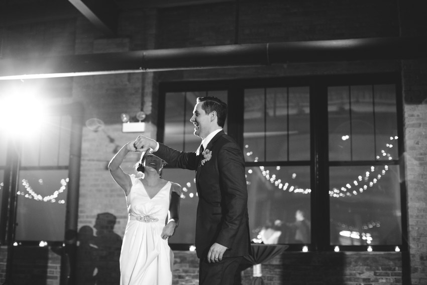 chicago-wedding-photography-skyline-loft-0108.jpg