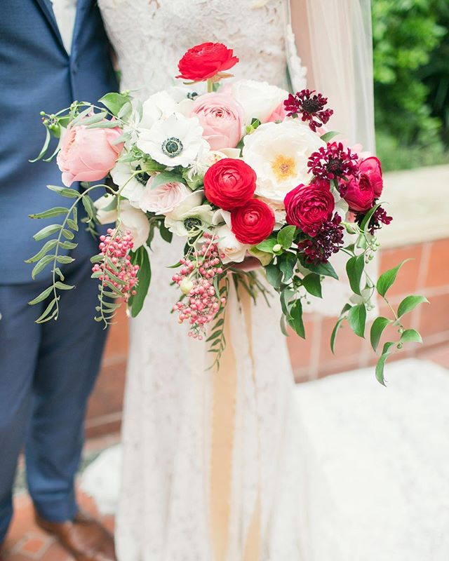 When your bride decides to go bold! . Image: @bendthelightphoto Florals: @sproutflowers Styling/Planning: @westcottweddings Ribbon: @froufrouchic Venue: @thehotelemma . . . . #sproutweddings #sproutbouquet #webelieveinbeauty #hillcountryweddings #sanantonioweddings #weddinginspiration #weddingflowers #fineartwedding #fineartflorist #floraldesign #flowersofinstagram #ranunculus #gardenroses #anemones #pepperberries