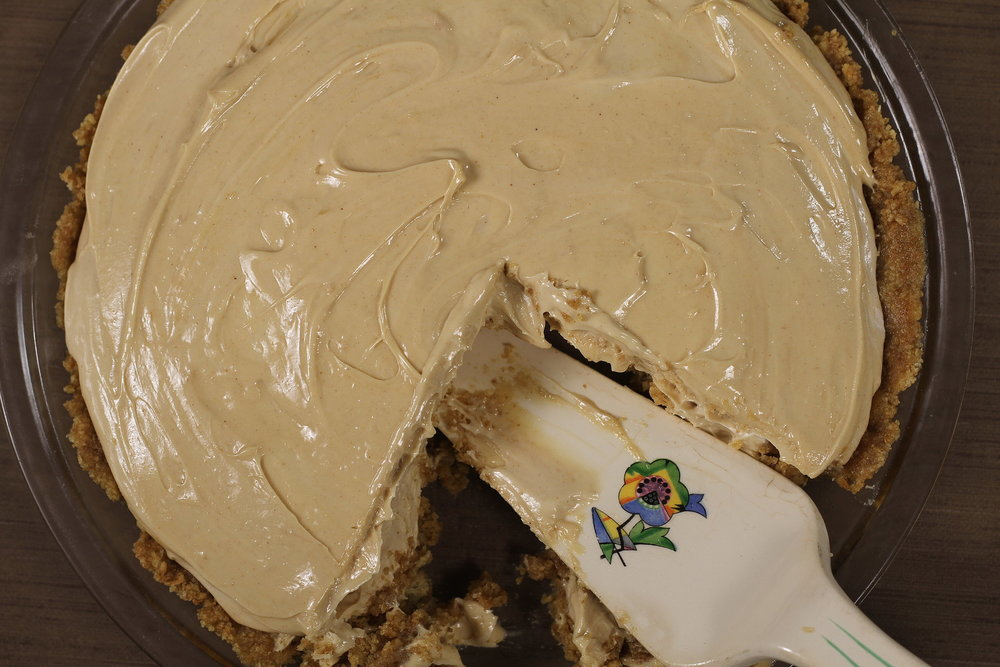 NO BAKE PEANUT BUTTER PIE AND GRAHAM CRACKER CRUST