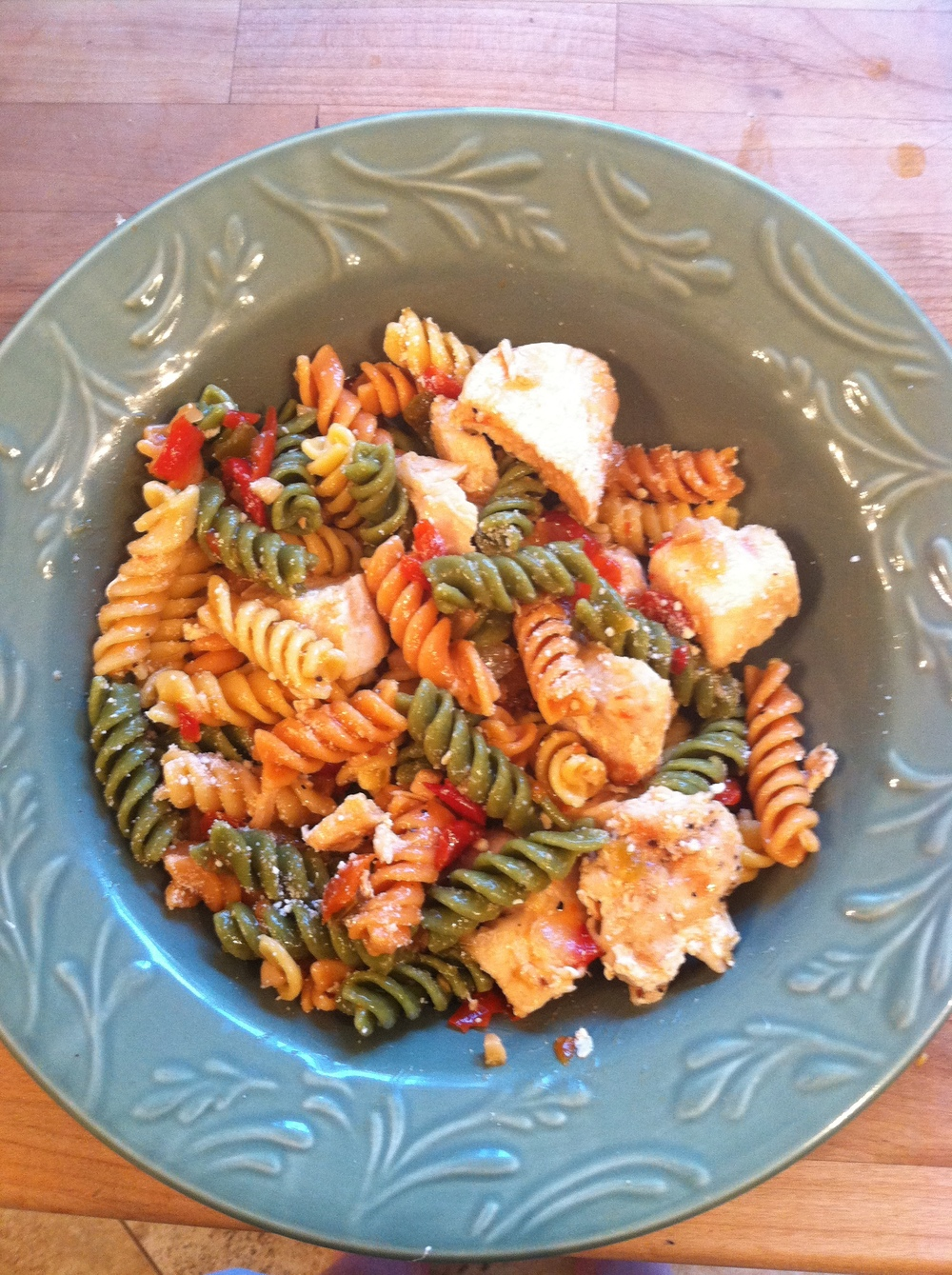 Pepper and Garlic Pasta Salad with Baked Chicken