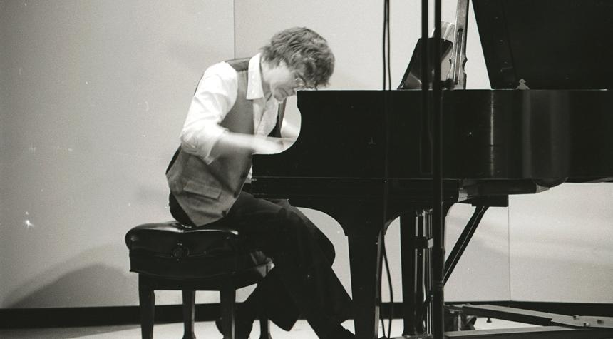 bw_piano.jpg