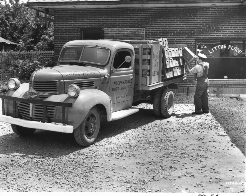 Wilborn Collection Independence Bottling Co. truck deliving yp The Little Place 17707-124.jpg