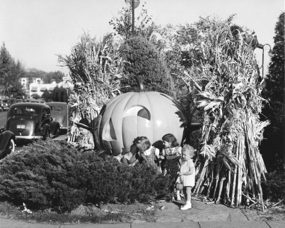 Wilborn Collection Halloween on C. C. Plaza October 1939 12869-5.jpg
