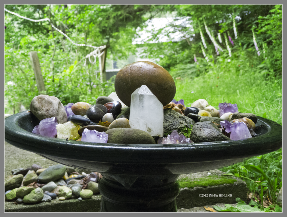 Stone Medicine Crystal Centerpieces Moondaughter : healingaltarwestbymogrianne d5a2j4y from www.moondaughter.com size 1000 x 758 png 1221kB
