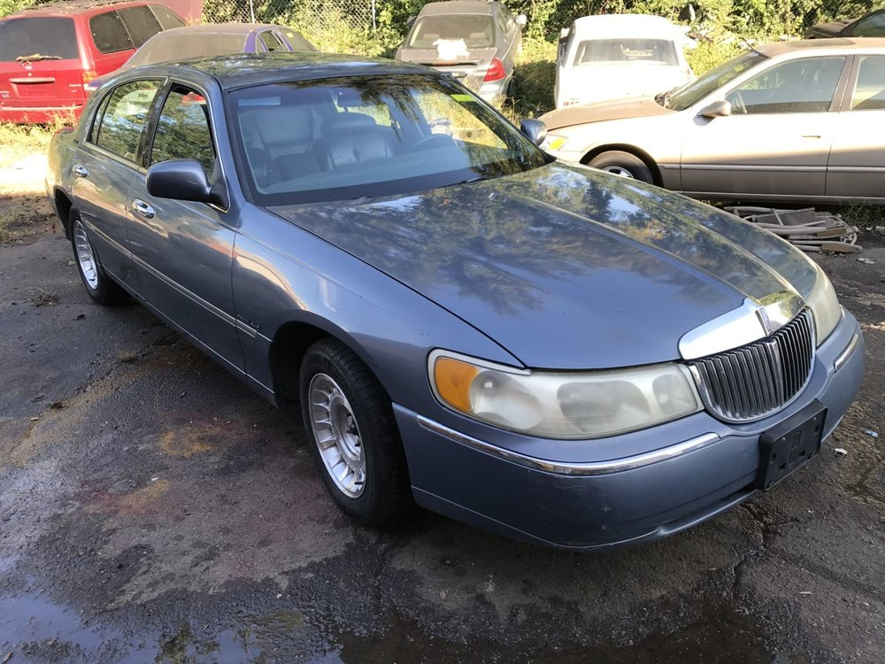 Click to View! Lot 56 - 1999 Lincoln Town Car