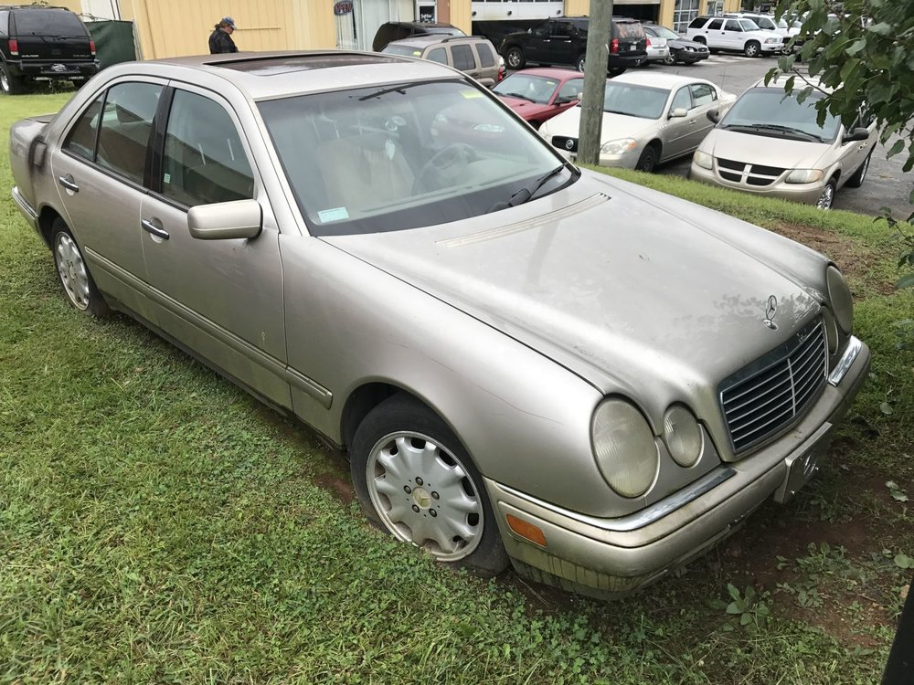 Click to View! Lot 49 - 1999 Mercedes E320