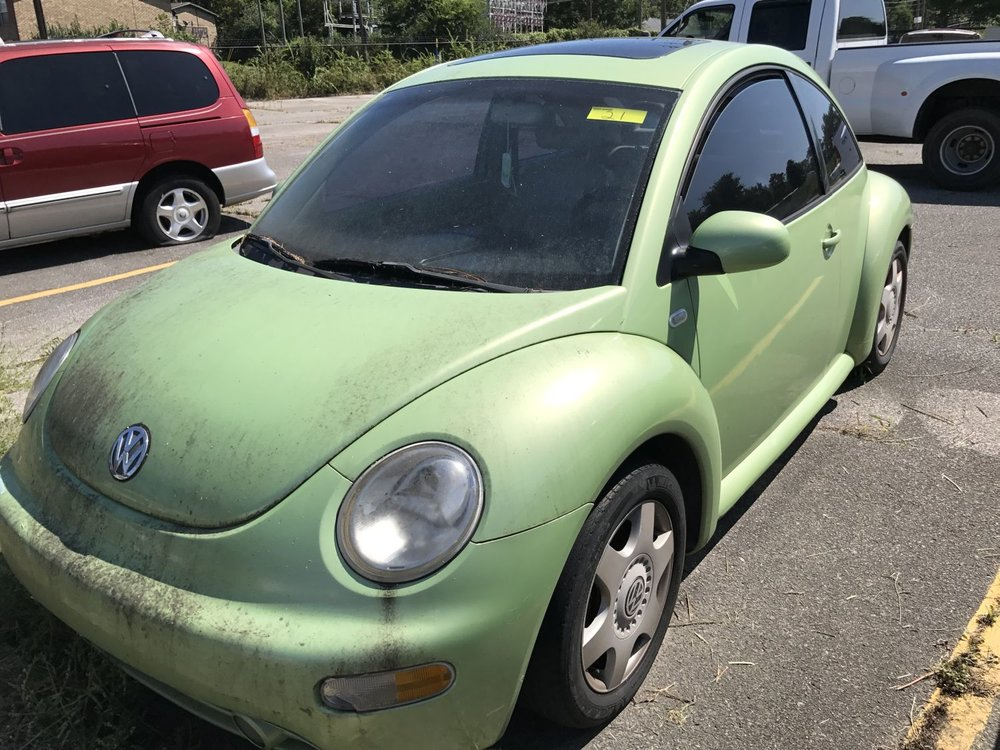 Click to View! Lot 21 - 2001 Volkswagon Beetle