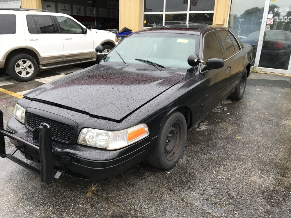 Click to View! Lot 37 - 2001 Ford Crown Vic